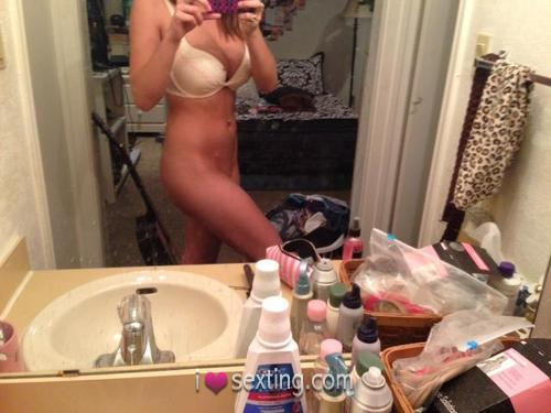 Free Sexting Pic Female White Ass Pussy Mirror Shot
