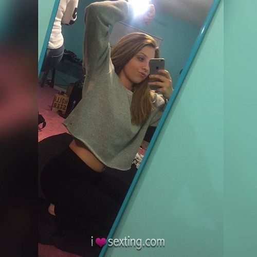 Free Sexting Pic Female White Mirror Shot